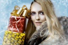 Concept de Noël. cadres de femme et de cadeau Images libres de droits