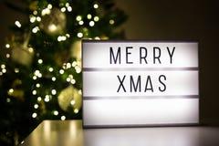 Concept de Noël - lihtbox avec de joyeux mots de Noël dans la chambre noire W image libre de droits