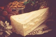 Concept de Noël PS délicieux de brizol de biscuit de raisins de fromage de brie Photographie stock libre de droits