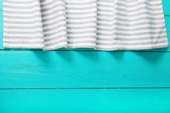 Concept de nourriture Nappe rayée grise et blanche sur la cuisine en bois bleue L'espace de vue supérieure et de copie Voir les m Photographie stock
