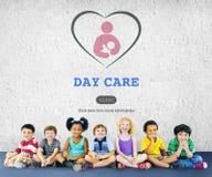 Concept de Nursery Love Motherhood de bonne d'enfants de babysitter de soins de jour Image stock