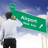 Concept de panneau routier avec l'aéroport des textes Photo stock