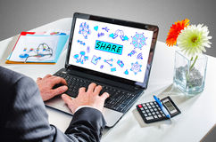 Concept de part sur un écran d'ordinateur portable Photo libre de droits