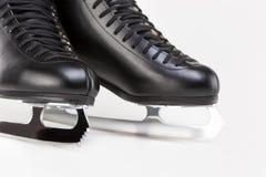 Concept de patinage artistique : Plan rapproché tiré du chiffre des hommes professionnels Images stock