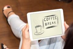 Concept de pause-café sur un comprimé photo stock