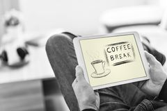 Concept de pause-café sur un comprimé photos libres de droits