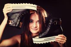 Concept de personnes - adolescente dans des chaussures de sport Image libre de droits