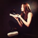 Concept de personnes - adolescente dans des chaussures de sport Images libres de droits