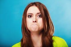 Concept de personnes - adolescente faisant le visage idiot photographie stock libre de droits