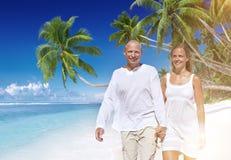 Concept de plage d'été de bonheur d'unité d'amour de couples Image stock