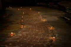 Concept de prière et d'espoir Rétro lumière de bougie et rétro route Photo libre de droits