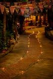 Concept de prière et d'espoir Rétro lumière de bougie et rétro route Photo stock