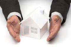 Concept de propriété immobilière ou d'assurance Photos stock