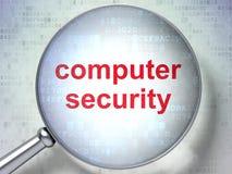 Concept de protection : Protection de l'ordinateur avec le verre optique Image stock