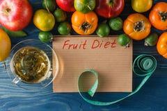 Concept de régime Régime faible en calories de fruit Régime pour la perte de poids P photo libre de droits