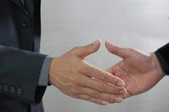 Concept de réunion d'association d'affaires handshak de businessmans de photo Photo stock