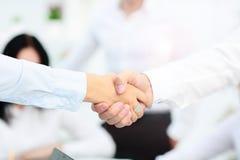 Concept de réunion d'association d'affaires Poignée de main de businessmans d'image Poignée de main réussie d'hommes d'affaires a Photographie stock