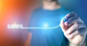 Concept de réussite commerciale avec la flèche montant sur une technologie Images libres de droits