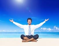 Concept de rafraîchissement de plage de méditation d'affaires Photo stock