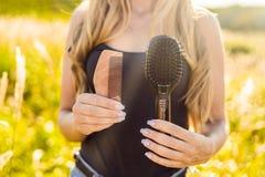 Concept de rebut zéro Utilisez un peigne en bois ou le peigne en plastique Wast nul images libres de droits