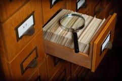 Concept de recherche de catalogue sur fiches de bibliothèque Images libres de droits