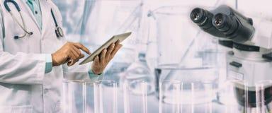Concept de recherche en matière des sciences médicales images stock