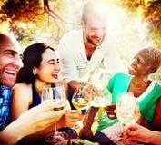 Concept de refroidissement extérieur d'unité d'amitié d'amis Image libre de droits