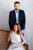 Concept de relations - beau couple dans l'amour Photographie stock