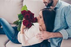 Concept de rendre des femmes heureuses ! Photo cultivée de plan rapproché du charme Image stock