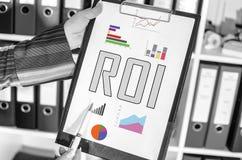 Concept de ROI sur un presse-papiers photographie stock libre de droits