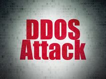 Concept de sécurité : Attaque de DDOS sur le fond de papier de données numériques Photographie stock