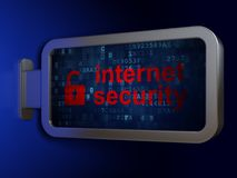 Concept de sécurité : Sécurité d'Internet et cadenas ouvert sur le fond de panneau d'affichage Images stock