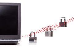 Concept de sécurité de réseau informatique avec le cadenas au-dessus de la vague de WIFI Photographie stock