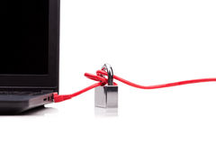 Concept de sécurité de réseau informatique avec le cadenas au-dessus du réseau c Image libre de droits