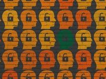 Concept de sécurité : tête avec l'icône de cadenas sur le mur Photographie stock libre de droits