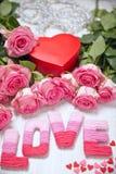 Concept de Saint-Valentin avec amour de lettres Image stock