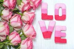 Concept de Saint-Valentin avec amour de lettres Photographie stock libre de droits