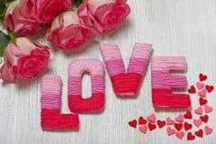 Concept de Saint-Valentin avec amour de lettres Photos stock