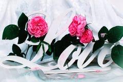 Concept de Saint-Valentin avec des lettres Image stock