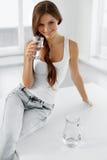 Concept de santé et de régime Recyclage de 04 Consommation saine H Images stock