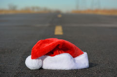 Concept de Santa Hat In Road Travel de Noël Photographie stock libre de droits