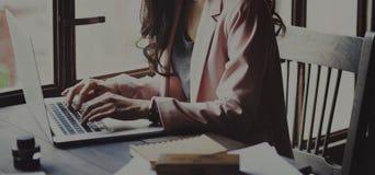Concept de secrétaire Reading Book Story de femme d'affaires Photographie stock libre de droits