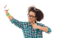 Concept de Selfie - belle prise d'adolescente d'afro-américain Images stock