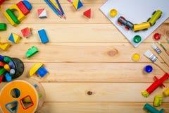 Concept de soins de jour - jouet et approvisionnement d'art Photos libres de droits