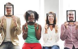 Concept de sourire d'amies occasionnelles de personnes de diversité Photographie stock libre de droits