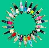 Concept de sourire d'amitié de bonheur d'enfants multi-ethniques Images libres de droits