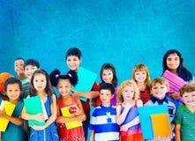 Concept de sourire d'innocence d'amitié d'enfants de diversité photos libres de droits