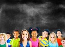Concept de sourire d'innocence d'amitié d'enfants de diversité photo stock