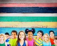 Concept de sourire d'innocence d'amitié d'enfants de diversité Image libre de droits
