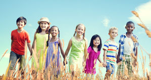 Concept de sourire de bonheur d'amitié d'enfants Image stock